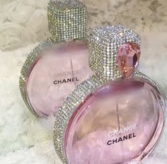 Pink and bling Chanel perfume bottle Perfume Chanel, Perfume Glamour, Best Perfume, Pink Perfume, Chanel Lipstick, Perfume Fragrance, Chanel Makeup, Lila Baby, Chance Chanel