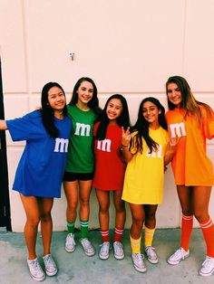 These college halloween costume ideas for best friends are perfect to copy this year! Want to go all out for halloween this year but don't know which costume to pick? Here are 70 popular college halloween costume ideas for girls! Cute Group Halloween Costumes, Halloween Party, Girl Group Costumes, Cute Teen Costumes, Halloween 2019, Costume For Girls, Snapchat Halloween Costume, Vsco Girl Halloween Costume, Simple Costumes