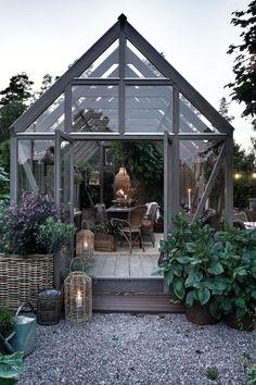 love this greenhouse type building Greenhouse Shed, Greenhouse Gardening, Backyard Garden Design, Garden Landscaping, Indoor Garden, Outdoor Gardens, Wooden Greenhouses, Outdoor Rooms, Dream Garden