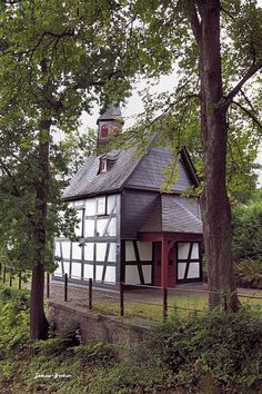 Heisterkapelle - Front vom Bildstock aus