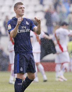 Beauty in the rain Real Madrid Football Club, Best Football Team, Football Players, German National Team, Dfb Team, Toni Kroos, Fifa, Hot, Soccer