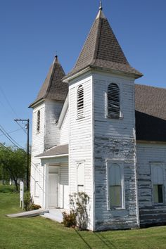 Milford Texas, historic African American Chapel~ I love vintage country churches. Looks just like one from Oregon that my grandparents got married in. Abandoned Churches, Old Churches, My Father's House, Old Country Churches, Old School House, Take Me To Church, Black Church, Church Building, Place Of Worship