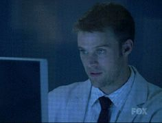 snarky thumbs up – Dr. Robert Chase – Jesse Spencer – House MD