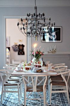 Pick More Witching Scandinavian Lighting For Dining Room Ideas 53 Awesome Scandinavian Dining Room Lighting Inspirations If there's anybody that learns about illumination, it's the Scandinavians -. Rooms Ideas, Dining Room Lighting, Dining Rooms, Dining Table, Vintage Interiors, Lamp Design, Design Room, Lighting Design, Modern Interior Design