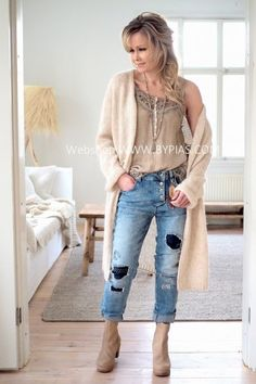 Best Outfits For Women Over 50 - Fashion Trends Boho Fashion Over 40, Boho Fashion Summer, Fashion For Women Over 40, Spring Fashion Trends, 50 Fashion, Plus Size Fashion, Winter Fashion, Fashion Outfits, Fasion