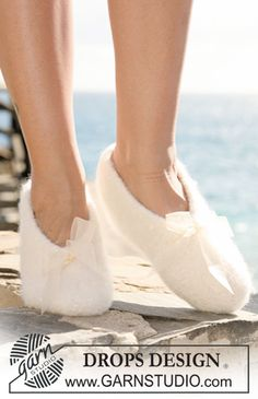 """Felted DROPS slippers in """"Eskimo"""". Size 35-44. ~ DROPS Design"""