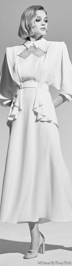 Haute Couture Gowns, Latest African Fashion Dresses, Modest Outfits, White Fashion, Women Lingerie, Spring Summer Fashion, Beautiful Dresses, Fashion Photography, Ulyana Sergeenko