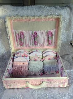 my vintage suitcase refreshed - inside storage 2016 Vintage Suitcases, Craft Room Storage, Lace Outfit, Decoupage, Pin Cushions, Vintage Items, Decorative Boxes, Shabby Chic, Objects