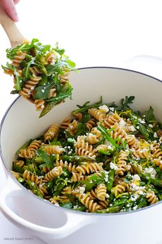 You Have Meals Poisoning More Normally Than You're Thinking That Asparagus And Arugula Pasta Salad - Quick And Easy To Make, And A Total Crowd-Pleaser Plats Healthy, Healthy Pastas, Healthy Dishes, Vegetarian Recipes, Cooking Recipes, Healthy Recipes, Cooking Fish, Cooking Eggs, Cooking Broccoli