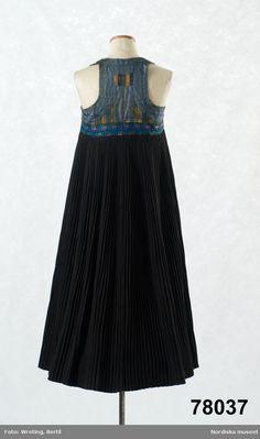 Nordiska museet - Fotograf Wreting, Bertil Folk Costume, Costumes, Textiles, Folklore, Sweden, Cool Style, Tulle, Museum, Skirts