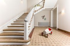 "Wandgestaltung weiß: ""Richtig in Szene setzen!"" #flur #flurideen #weiß"