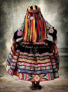 Mario Testino, de la serie Alta Moda (2007 - 2012), elogio de los trajes típicos de la región del Cusco. Peru.