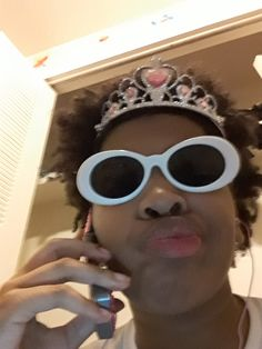 Me calling Blue Wall Thanos so we can continue writing ' t a k e o u t' – Memes Cute Memes, Dankest Memes, Funny Memes, Reaction Pictures, Funny Pictures, Sapo Meme, Current Mood Meme, Snapchat Stickers, Mood Pics