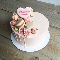 No photo description available. Pretty Cakes, Beautiful Cakes, Amazing Cakes, Cake Cookies, Cupcake Cakes, Bolo Original, Macaroon Cake, Modern Cakes, Floral Cake