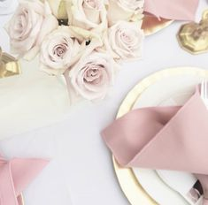 Pink table settings | gold chargers | blush pink florals | Bridal Shower | outdoor Shower | outdoor bridal shower | Stacy Armand | Stacy Armand Events | flowers | pink flowers | pink florals | event design | tablescape |