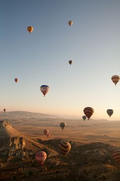 Beautiful Places Discover Life List Ride on a hot air balloon. Choosing Figs Ride on a hot air balloon - Hot air balloon ride in Cappadocia Turkey Air Balloon Rides, Hot Air Balloon, Landscape Photography, Travel Photography, Balloons Photography, Round The World Trip, Capadocia, Foto Art, Photo Wall Collage