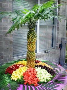 exotischesobst dekoration - viele ananasse aufeinander