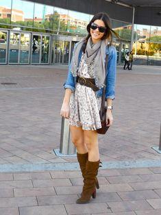 Vestido, lenço, cinto e bota