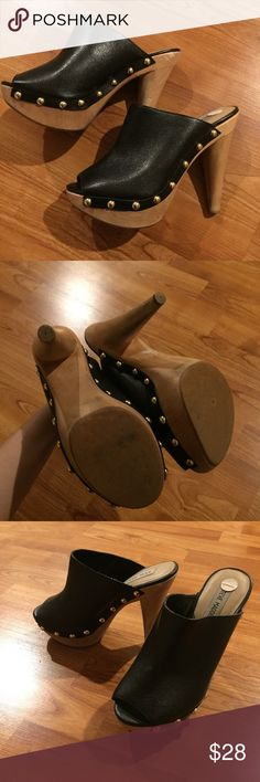 🎉Sale! Steve Madden heels Genuine leather but man made bottom. Nice detailing on the sides. Dark gold hardware. I believe it's true to size. It's hard to tell because I don't wear this size. Steve Madden Shoes Heels