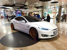 White Tesla Model S - orange wheels - custom Orange Wheels, Tesla S, Bmw, Cars, Vehicles, Model, Autos, Rolling Stock