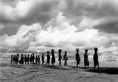 "southsud: "" Line of Bari women, Aluma Plateau, Sudan, 1954 George Rodger Photographs "" Henri Cartier Bresson, West Africa, North Africa, Work In Africa, Straight Photography, Film Photography, Free In French, Photographer Portfolio, Magnum Photos"
