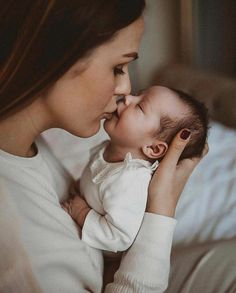 Oh my goodness - Neugeborenen fotos - So Cute Baby, Baby Love, Cute Babies, Newborn Baby Photos, Newborn Shoot, Newborn Pictures, Mother And Baby, Mom And Baby, Baby Kids