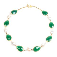 22ct gold plated sterling silver necklace in green onyx with baroque pearls. Suitable for both daytime and night time looks, this LATELITA baroque pearl and gre