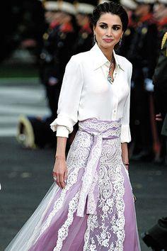 La reina Rania de Jordania en la boda de los príncipes Felipe y Letizia de Asturias el 22 de Mayo de 2004.