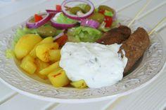 Grekiska grillspett med ugnsbakad potatis http://www.jennysmatblogg.nu/2013/04/16/grekiska-grillspett-med-ugnsbakad-potatis/