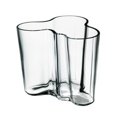 In Alvar Aalto created his classic series of glass vases. The Alvar Aalto Collection has been a staple of modern Scandinavian design ever since. Today, just as then, each and every vase in the Alvar Aalto Collection is mouth blown and created in a w