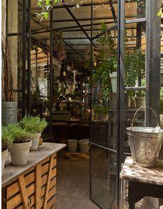 Paul French Gallery, un bazar lleno de sorpresas en Buenos Aires http://www.muudmag.com/spa/pagina/311-Tienda_Buenos_Aires Fotos: Javier Csecs