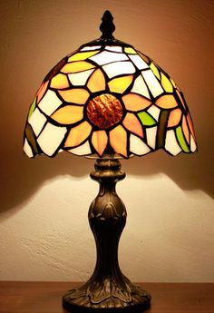 Sun Valley Lighting 8inch Tiffany Table Lamp Height 13 inch 33 cm Diameter 8 inch 20 cm Max Wattage 40w Material of shade Glass Socket E14 Bulb not