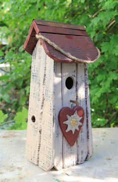 Cute birdhouse!
