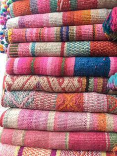Oriental Trends, Peruvian Textiles, Art Village, Weaving Textiles, Southwest Style, Tropical Decor, Home Decor Inspiration, Decor Ideas, Carpet Runner