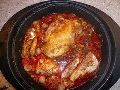 Das perfekte Marokkanisches Huhn-Rezept mit Bild und einfacher Schritt-für-Schritt-Anleitung: Maispoularde in 4 Teile teilen, dabei Flügel abtrennen und…