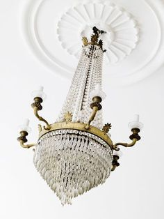This dramatic chandelier needs a more sensational ceiling medallion.