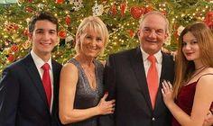 Δημιουργία - Επικοινωνία: Πρωτοχρονιάτικες ευχές από την οικογένεια Κ. Καρα...