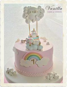Baby Unicorn Cake. 1st birthday cake. Babygirl birthday cake. Kız bebek pastası. Unicorn bebek pastası. Unicorn 1 yaş pastası. Unicorn cake topper. Floating clouds unicorn cake