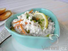 Recept na jemný salát z kapřího masa, který je vhodný jako předkrm při slavnostním menu.