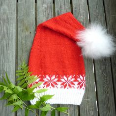 Ravelry: Lang stjernelue - nisselue / Santa hat pattern by MaBe Christmas Knitting Patterns, Crochet Patterns, Holiday Hats, Big Knit Blanket, Jumbo Yarn, Big Knits, Crochet Hats, Knit Hats, Scarf Knit