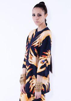 basic tshirt side MANICURE woman. Ruben Galarreta is a new and exclusive brand creating only 99 pieces per garment. Ruben Galarreta es una nueva y exclusiva marca creando sólo 99 piezas por prenda. www.rubengalarreta.com