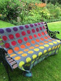 Gratis opskrifter - www.kreativemig.dk Love Crochet, Learn To Crochet, Diy Crochet, Picnic Blanket, Outdoor Blanket, Crochet Baby Clothes, Crochet Squares, Knitted Blankets, Crochet Projects