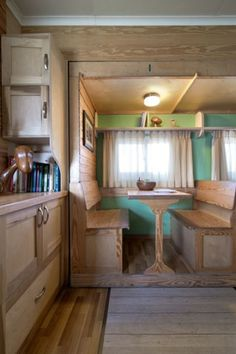 Box Truck Converted into Amazing DIY Solar Mobile Cabin Photo