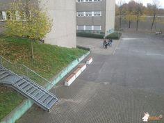 Betonbank DeLuxe bij Bert Brecht Gymnasium in Dortmund