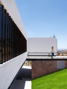 Roberto Cantoral Music Hall / Broissin Architects 2011