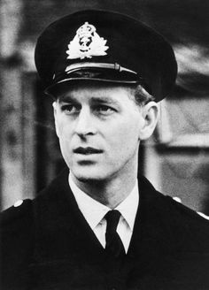 32 Vintage Photos Of Prince Philip Looking SO Sharp Prince Philip Mother, Young Prince Philip, Prince Andrew, Prince Charles, Princess Alice Of Battenberg, Princess Anne, Prinz Phillip, Prince Philippe, Horse Guards Parade