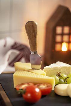 Server de lekreste oster på Kremmerhusets lekre ostebrett #Kremmerhuset #Ostebrett #ost #Julestemning #Jul