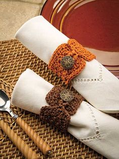 Crochet - Holiday & Seasonal Patterns - Autumn Patterns - Buttoned Napkin Rings