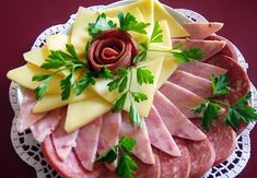 Design ideas slicing meat on holiday table Meat Cheese Platters, Meat Trays, Meat Platter, Food Platters, Best Party Appetizers, Snacks Für Party, Easy Snacks, Appetizer Recipes, Food Carving