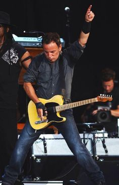 Good morning #Brucebuds! We can do this 4 day work week! #huh #giveittome pic.twitter.com/r3HInL5H2Q